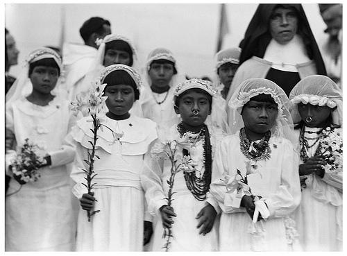 """Una imagen chocante y bizarra """"indígenas Kuna haciendo la primera ..."""