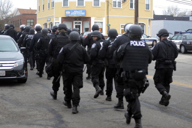 EFECTIVOS SEGURIDAD POLICIA 01