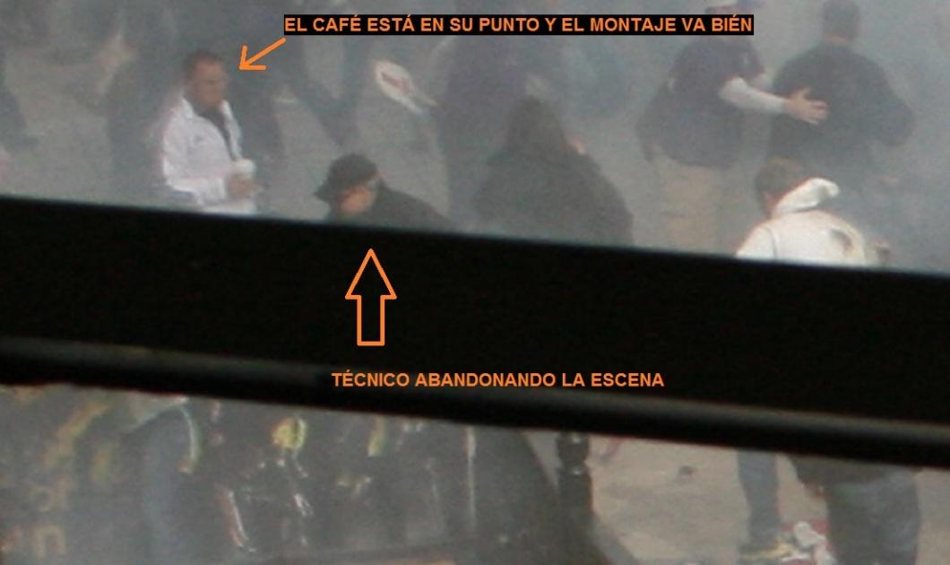 TECNICO RECOGIENDO MAQUINA DE HUMO 04