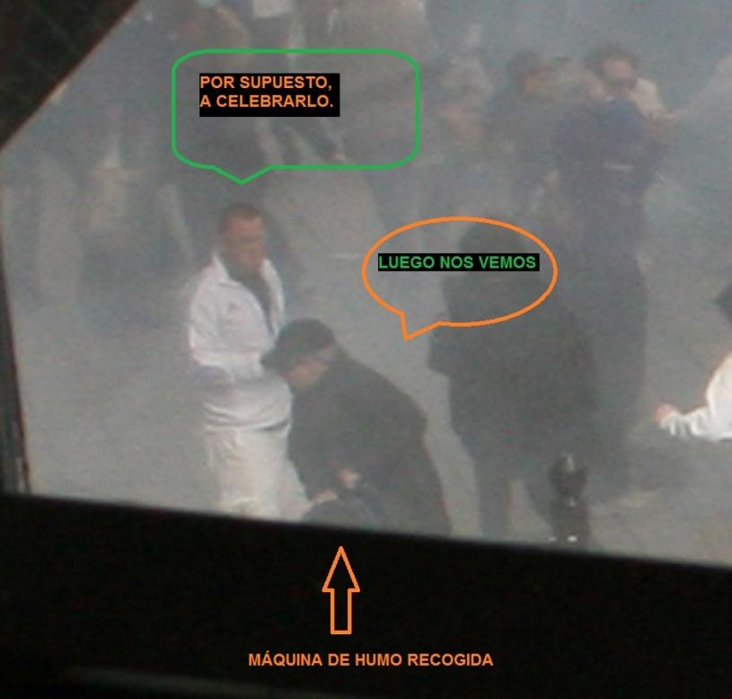 TECNICO RECOGIENDO MAQUINA DE HUMO 05
