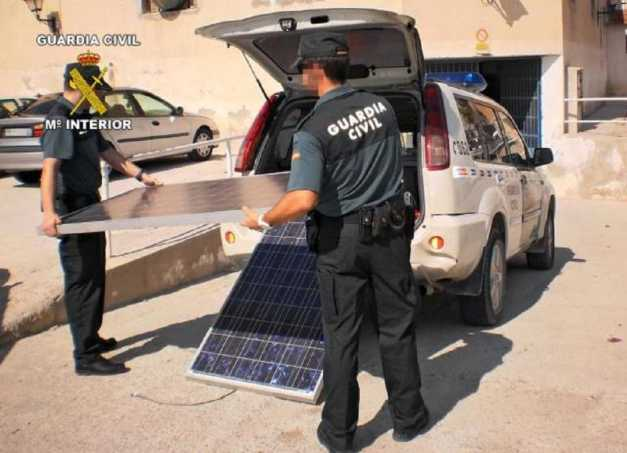 PLACAS SOLARES ROBADAS (2013) (00) (FILEminimizer)